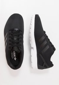 adidas Originals - ZX FLUX - Sneakers laag - core black/footwear white - 1