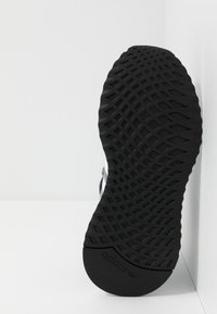 adidas Originals - U_PATH RUN - Matalavartiset tennarit - grey/footwear white/core black - 4