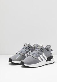 adidas Originals - U_PATH RUN - Matalavartiset tennarit - grey/footwear white/core black - 2