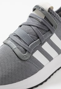 adidas Originals - U_PATH RUN - Matalavartiset tennarit - grey/footwear white/core black - 5