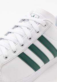 adidas Originals - COAST STAR - Trainers - footware white/collegiate green - 5