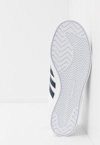 adidas Originals - COAST STAR - Sneaker low - footware white/collegiate navy - 4