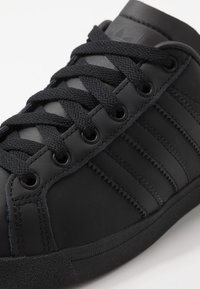 adidas Originals - COAST STAR - Sneakersy niskie - core black/grey six - 5