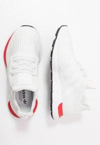 adidas Originals - SWIFT RUN - Sneakers laag - crystal white/footware white - 1