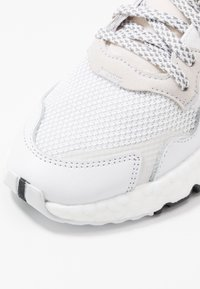 adidas Originals - NITE JOGGER - Sneakers laag - footwear white/crystal white - 5