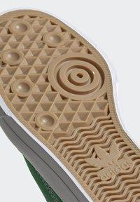 adidas Originals - CONTINENTAL VULC SHOES - Scarpe skate - green - 7