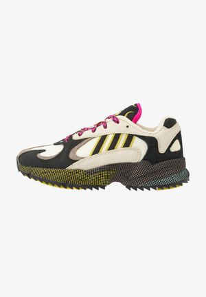 YUNG-1 - Matalavartiset tennarit - sand/core black/shock pink