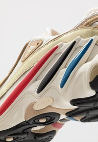 adidas Originals - FYW 98 - Matalavartiset tennarit - gold metallic/offwhite/core black - 5