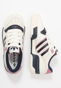 adidas Originals - RIVALRY  - Sneakers basse - off white/legend ink/core white - 3