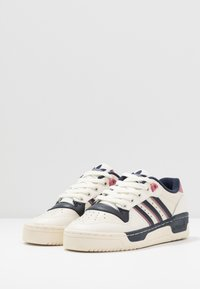 adidas Originals - RIVALRY  - Sneakers basse - off white/legend ink/core white - 4