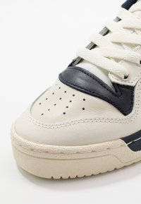 adidas Originals - RIVALRY  - Sneakers basse - off white/legend ink/core white - 7