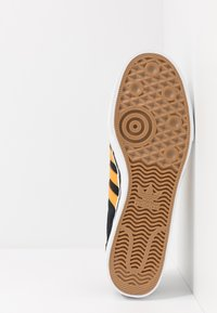 adidas Originals - EASE - Sneakersy niskie - core black/tactile yellow/footwear white - 4