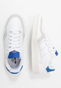 adidas Originals - SUPERCOURT - Sneakers - footwear white/royal blue - 1