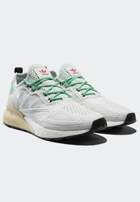 adidas Originals - ZX 2K BOOST - Sneakersy niskie - white/grey/ green - 1