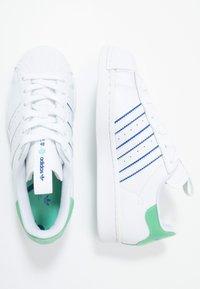 adidas Originals - SUPERSTAR - Sneakers laag - footwear white/prism mint/collegiate royal - 1