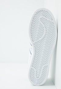 adidas Originals - SUPERSTAR - Sneakers laag - footwear white/prism mint/collegiate royal - 4