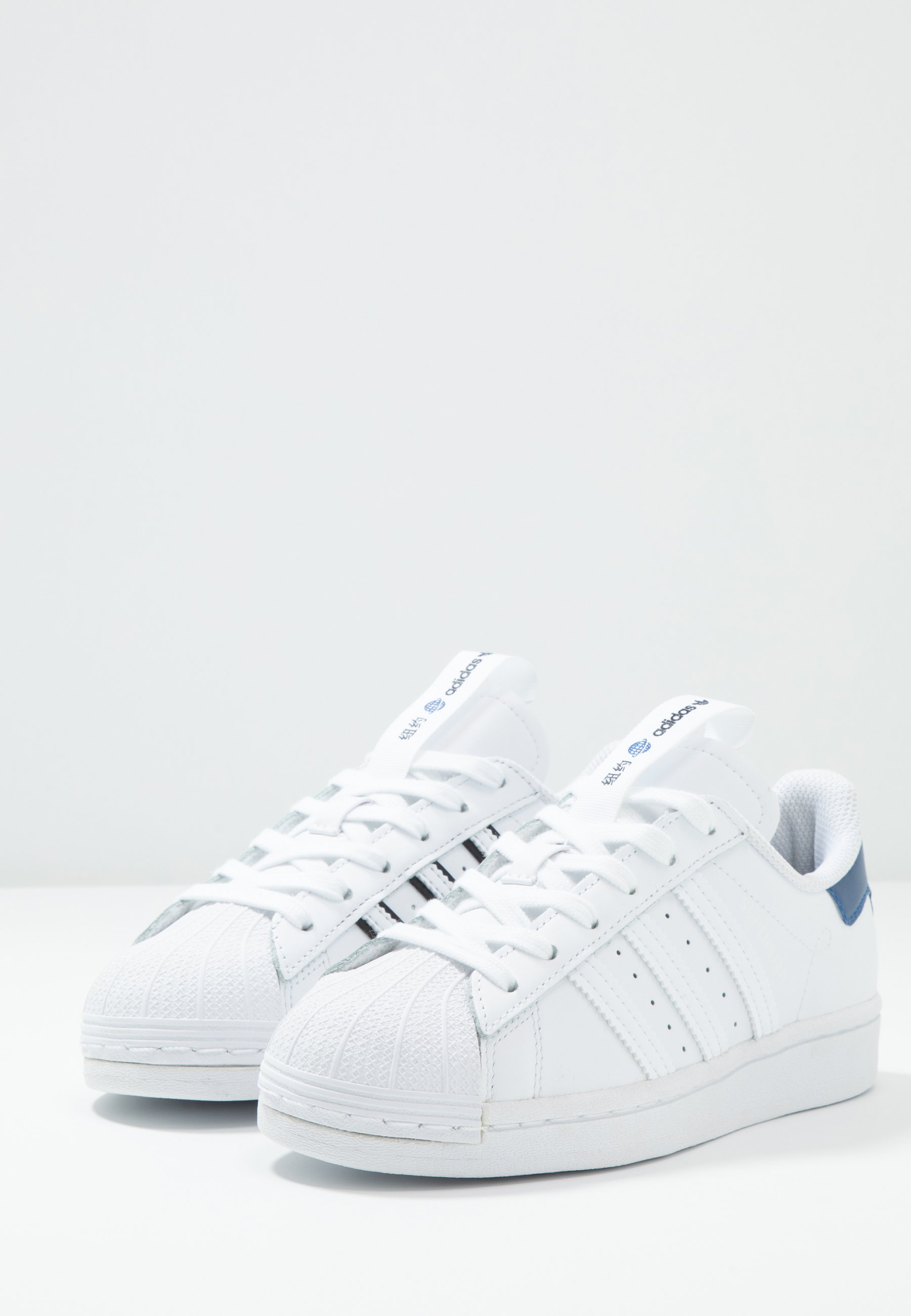adidas Originals SUPERSTAR - Sneakers basse - footwear white/collegiate royal/core black