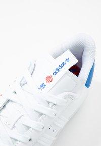 adidas Originals - SUPERSTAR - Sneakers laag - footwear white/glow blue - 7