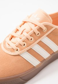 adidas Originals - ADI-EASE - Zapatillas - glow orange/white - 5
