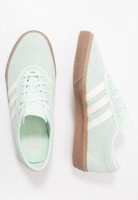 adidas Originals - ADI-EASE - Sneakers laag - dash green/chalk white - 1