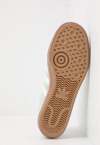 adidas Originals - ADI-EASE - Sneakers laag - dash green/chalk white - 4