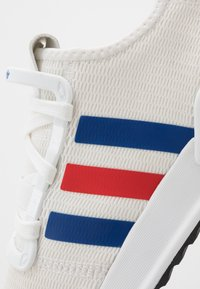 adidas Originals - PATH RUN - Matalavartiset tennarit - footwear white/royal blue/lush red
