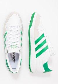 adidas Originals - TEAM COURT - Sneakers laag - footwear white/green/core black - 1