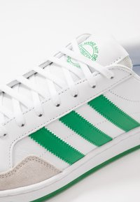 adidas Originals - TEAM COURT - Sneakers laag - footwear white/green/core black - 5