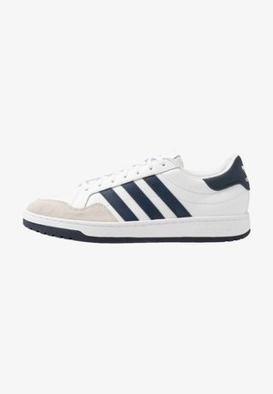 TEAM COURT - Matalavartiset tennarit - footwear white/collegiate navy/core black