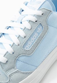 adidas Originals - CONTINENTAL - Trainers - glow blue/footwear white - 5