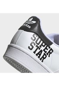 adidas Originals - 2020-04-02 SUPERSTAR SHOES - Sneakers laag - white - 8