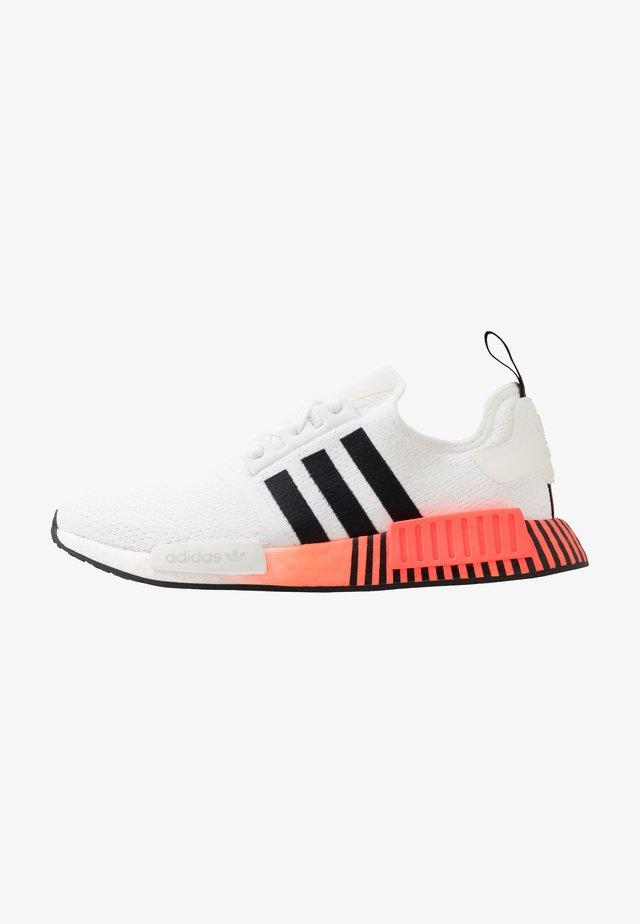 NMD R1 - Tenisky - footwear white/coreblack/solar red