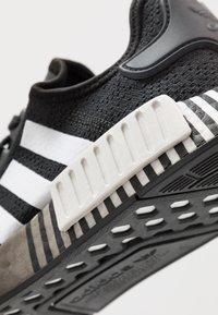 adidas Originals - NMD R1 - Matalavartiset tennarit - core black/footwear white - 5