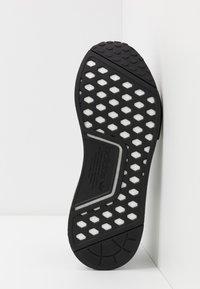 adidas Originals - NMD R1 - Matalavartiset tennarit - core black/footwear white - 4