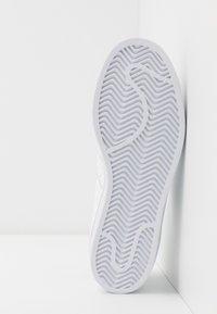 adidas Originals - SUPERSTAR - Sneakers laag - footwear white/collegiate green - 4