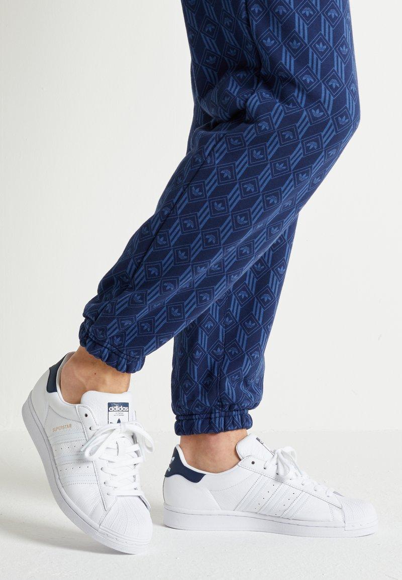adidas Originals - SUPERSTAR - Baskets basses - footwear white/collegiate navy