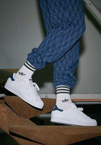 adidas Originals - SUPERSTAR - Baskets basses - footwear white/collegiate navy - 4