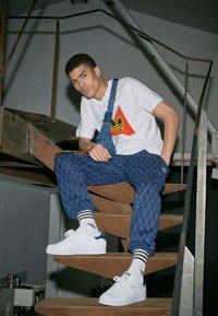 adidas Originals - SUPERSTAR - Baskets basses - footwear white/collegiate navy - 3