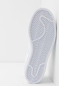 adidas Originals - SUPERSTAR - Baskets basses - footwear white/collegiate navy - 8