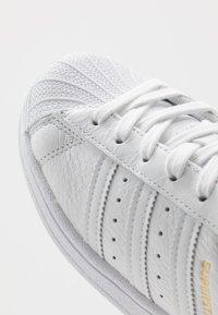 adidas Originals - SUPERSTAR - Baskets basses - footwear white/collegiate navy - 2
