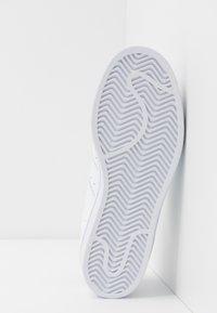 adidas Originals - SUPERSTAR - Sneakers laag - footwear white/core black - 8