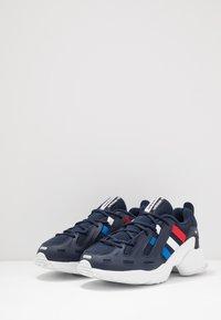 adidas Originals - GAZELLE - Trainers - collegiate navy/glow blue/scarlet - 2