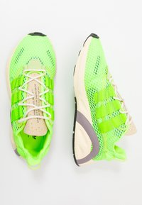 adidas Originals - LXCON - Matalavartiset tennarit - signal green/solar yellow