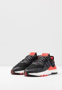 adidas Originals - NITE JOGGER - Sneakersy niskie - core black/footwear white/hi-res red - 2