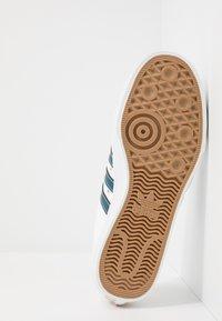 adidas Originals - NIZZA - Trainers - footwear white/legend marine/tribe yellow - 4