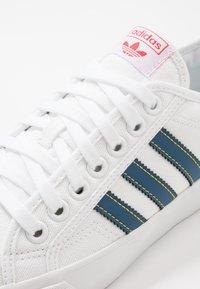 adidas Originals - NIZZA - Trainers - footwear white/legend marine/tribe yellow - 5