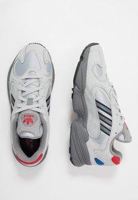 adidas Originals - YUNG-1 - Matalavartiset tennarit - silver metallic/night metallic/grey two - 1