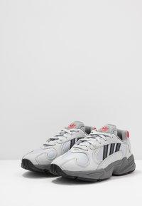 adidas Originals - YUNG-1 - Matalavartiset tennarit - silver metallic/night metallic/grey two - 2