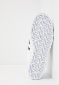 adidas Originals - SUPERSTAR - Sneakers laag - footwear white/core black/crystal white - 4