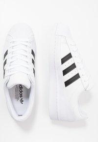 adidas Originals - SUPERSTAR - Sneakers laag - footwear white/core black/crystal white - 1